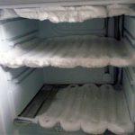 Как правильно действовать, чтобы разморозить обледеневший холодильник